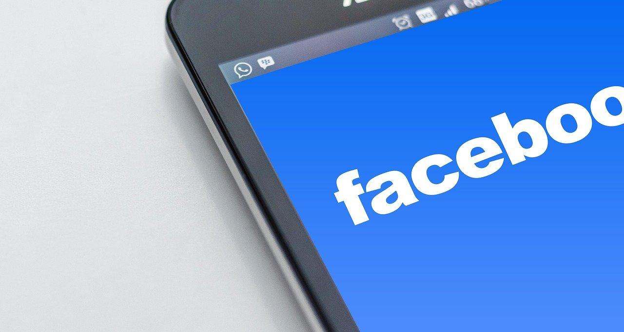 Dr. Facebook nem (mindig) a barátod